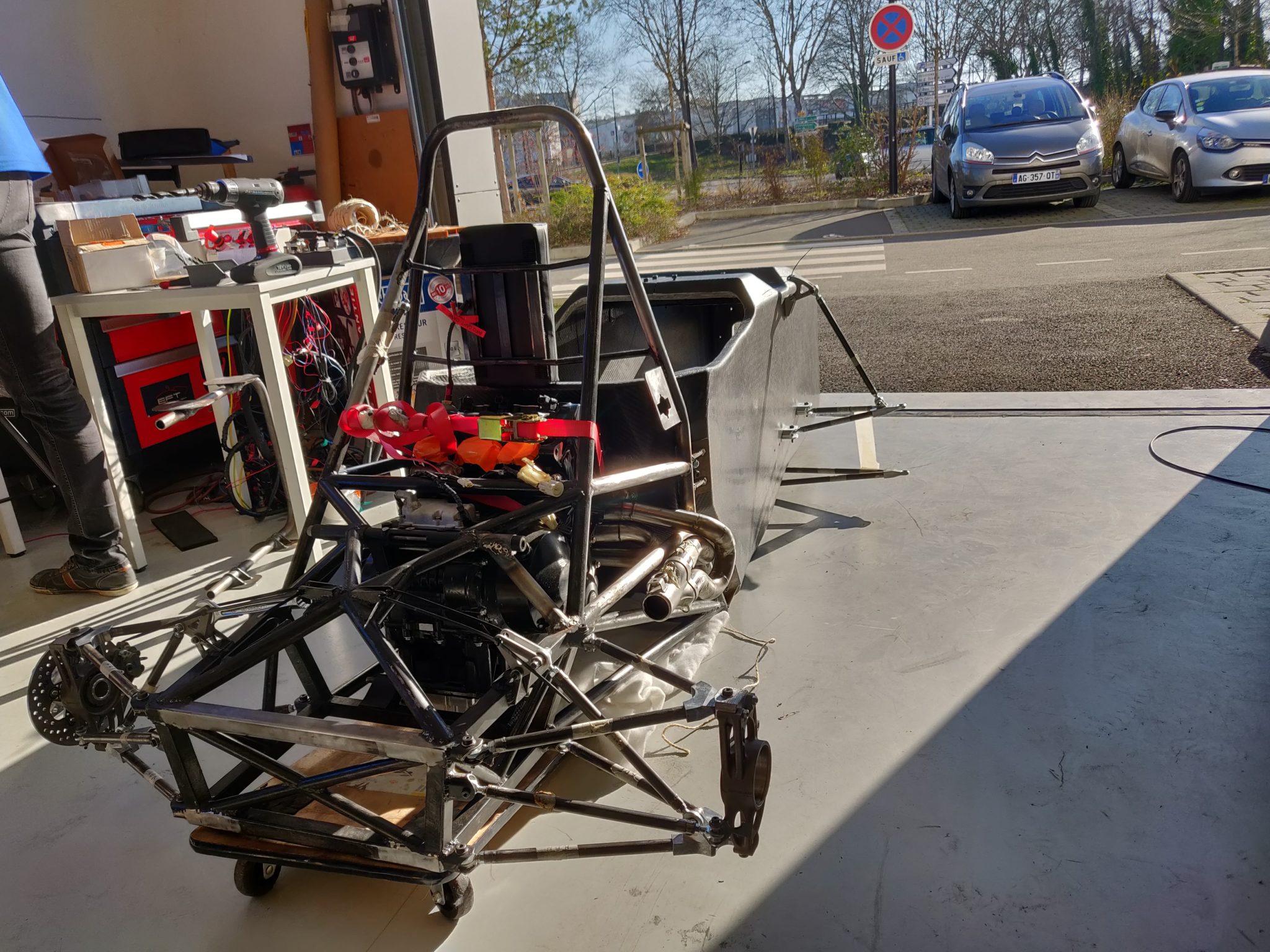 Image montrant l'assemblage de l'ensemble du châssis d'EC-03