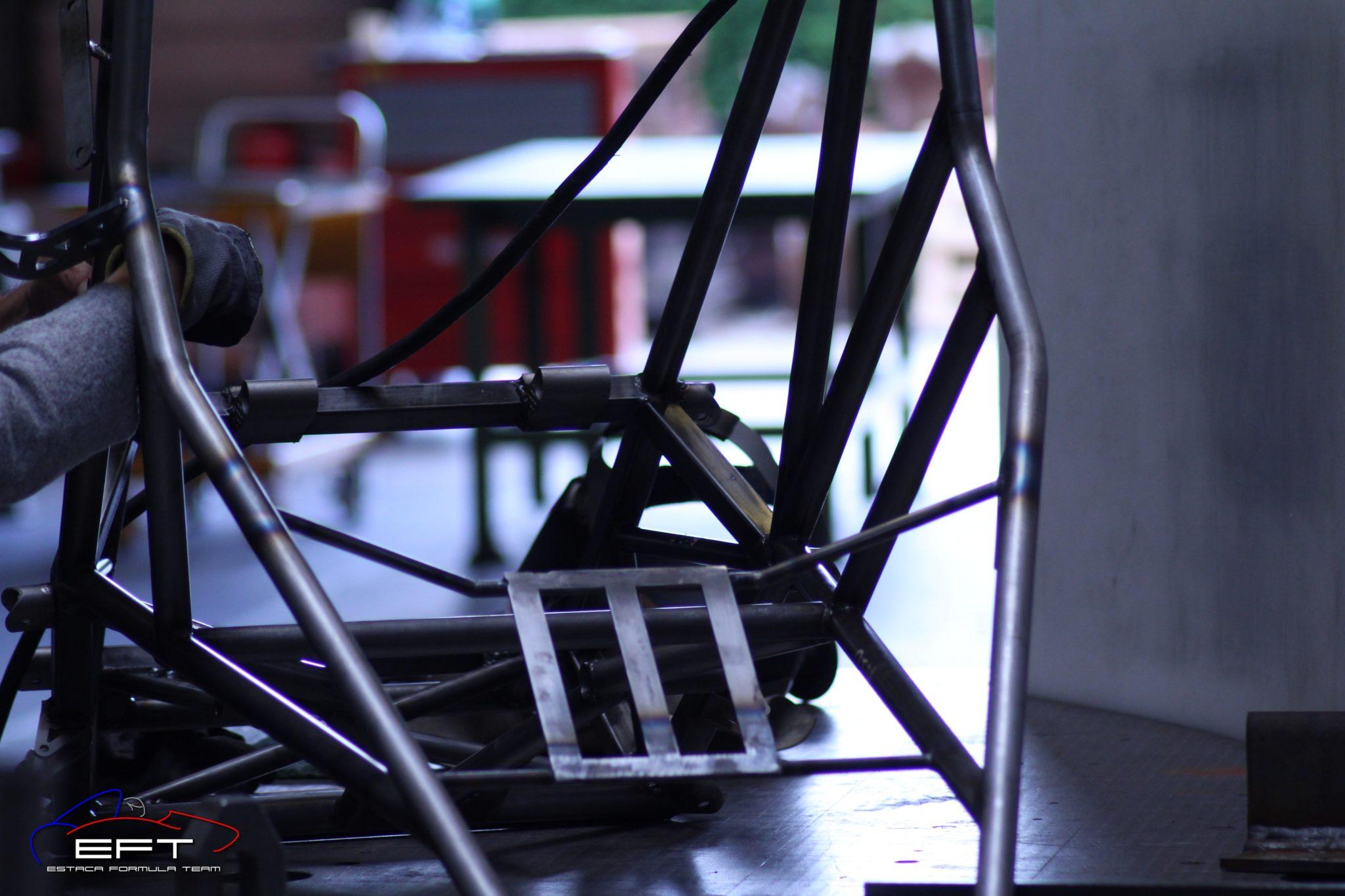 Image montrant le châssis tubulaire de la voiture EC-03 de l'EFT