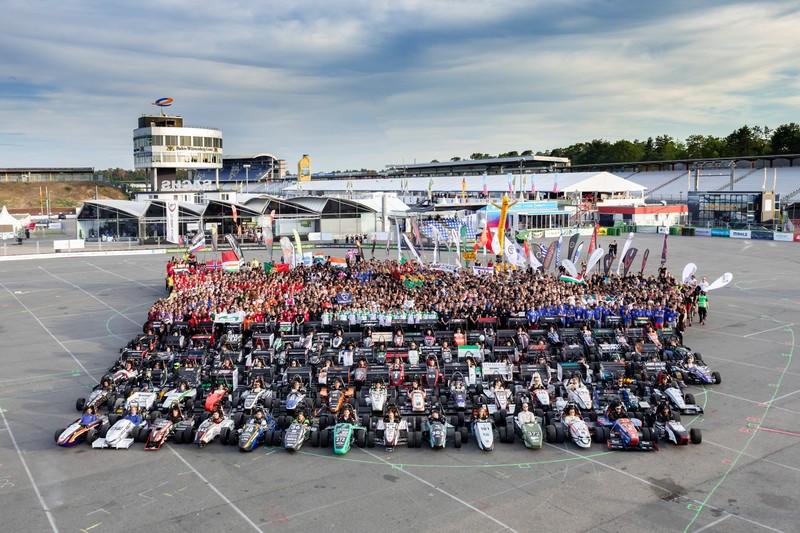 Photo de groupe des équipe de Formula Student