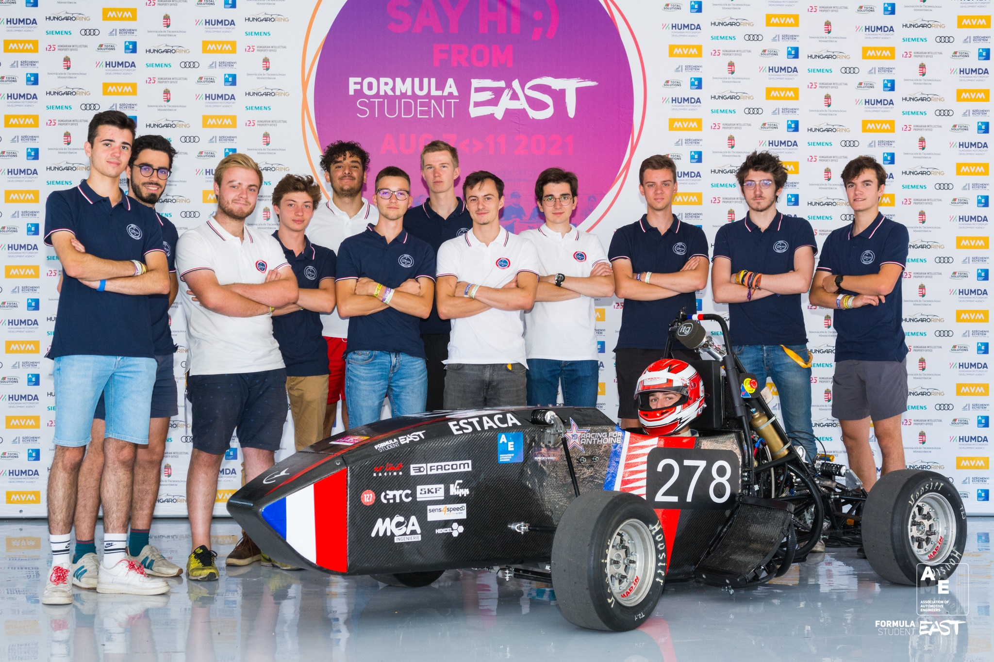 Photo de l'équipe devant le panneau FS East 2021